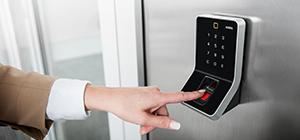 Автономная система доступа в помещение по отпечатку пальца