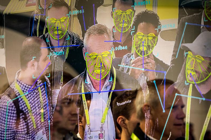использование системы распознавания лиц может быть достаточно результативным только в случаях создания идеальных условий